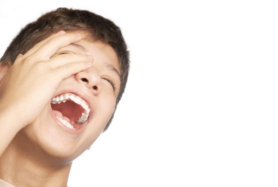 risoterapia-y chico-risa-genial
