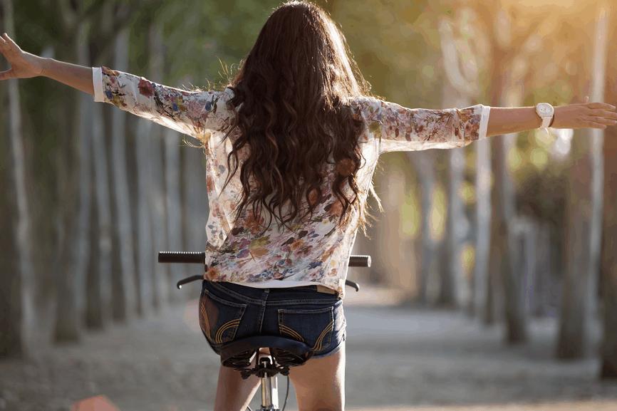 empoderamiento de mujeres mujer bicicleta